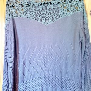 Easel lace shoulder tunic L
